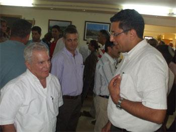 ראש עיריית צפת אילן שוחט עם האלוף במיל' עמירם לוין