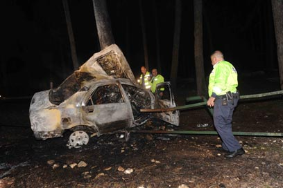 הרכב השרוף של בני הזוג צילום: אביהו שפירא
