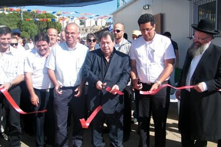 בנמין בן אליעזר התכבד יחד עם ראש עירית צפת אילן שוחט לגזור את הסרט
