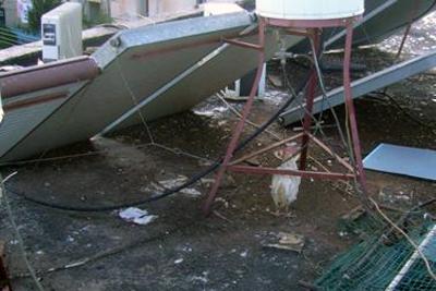 פינוי עופות מגג בנין זלמן שזר 207 בשכונת כנען צילום אריה גור אריה